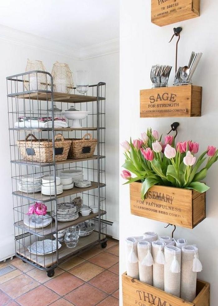 etagere cagette, différents niveaux, caisses de taille différente, tulipes, ustensiles de cuisine, serviettes, cuisine vintageéquipée, vaissellier métalique à roulettes
