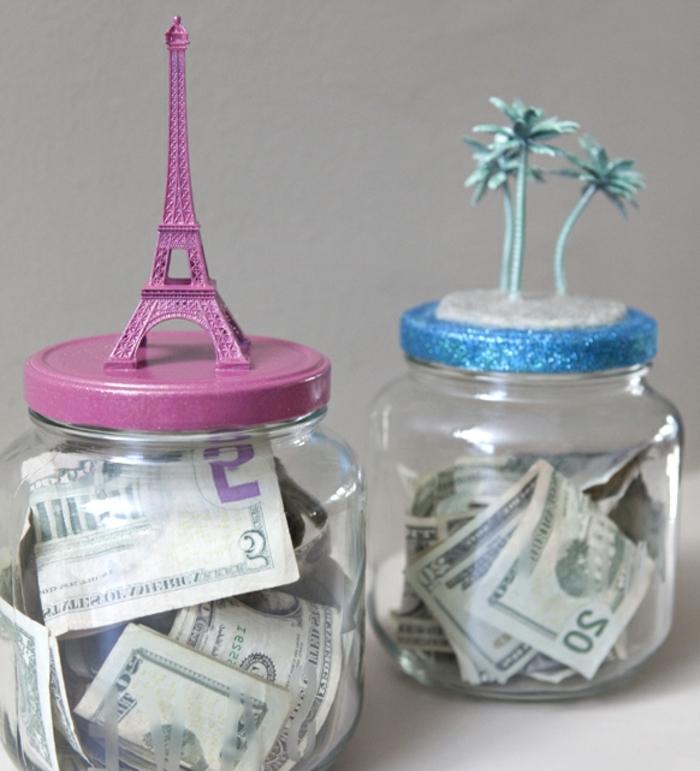 faire des économies pour voyager, tielire originale, pot en verre pour billets de banque, figurines tour eiffel et palmiers