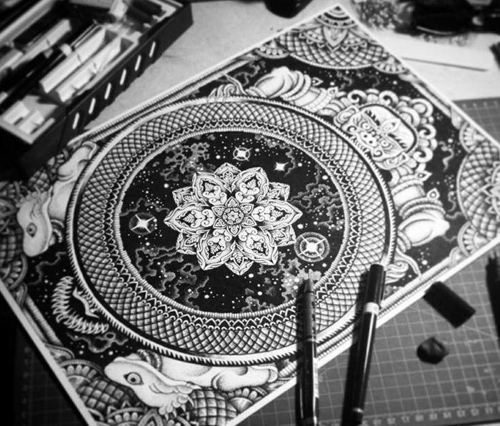comment faire une rosace, couverture cahier, crayons, règles, coloriage de mandala, mandala blanc et noir