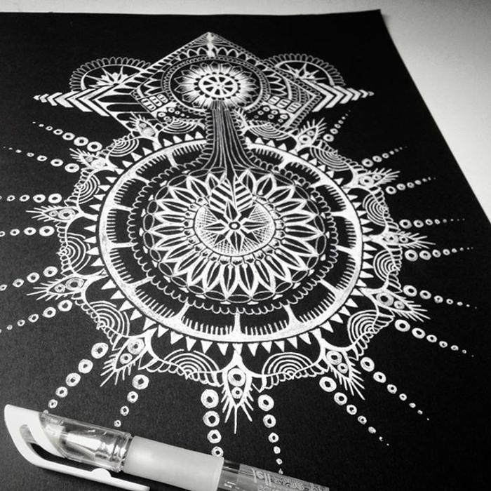 comment faire une rosace, papier noir, mandala blanc schème, crayon, motifs points, cercles