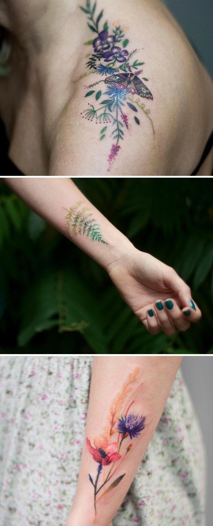 Idée tatouage de fleur tatouage rose sur la main trois tatoos colorés
