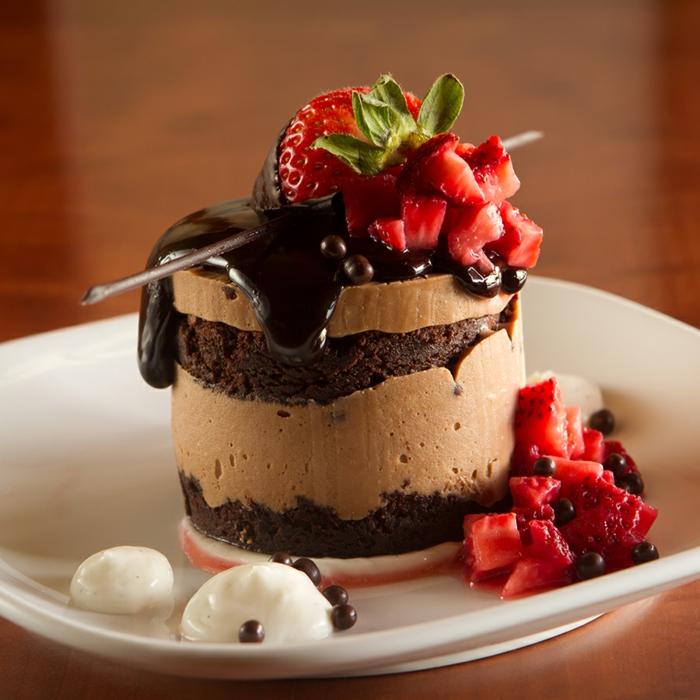 Quelle presentation dessert assiettе dessert gastronomique mousse au chocolat et biscuits