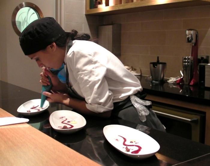 Comment présenter un dessert sur assiette inspiration déco assiettes
