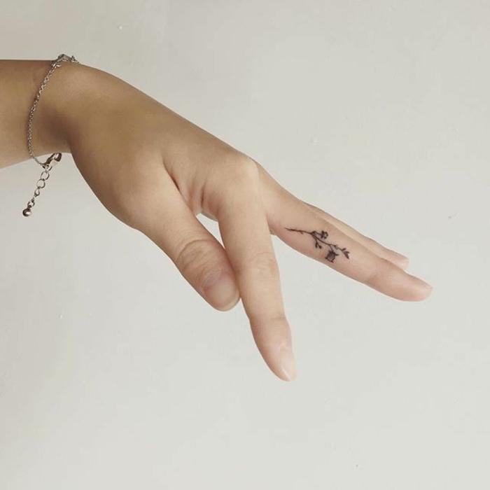 Adorable tatouage femme fleur tatoo signification idée