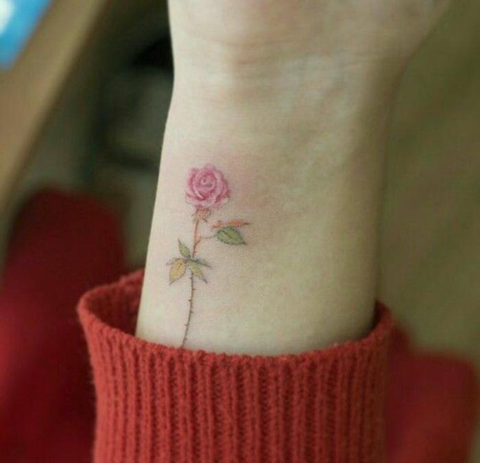 petit tatouage rose poignet. Black Bedroom Furniture Sets. Home Design Ideas