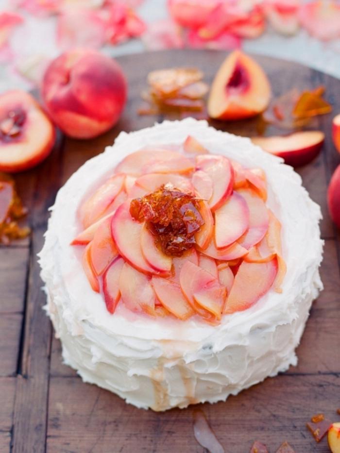 Beau gâteau aux fruits rouges manger bouger bon pèches