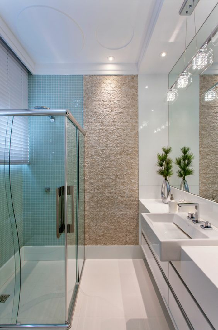 miroir salle de bain lumineux avec douche italienne et corps luminaires étincelants