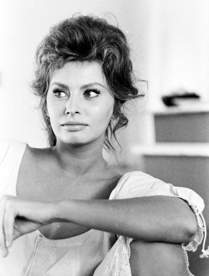 habit année 60, Sophian Loren avec son maquillage et sa coiffure idéale