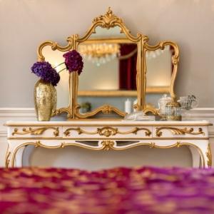Fonder son foyer féminin dans une chambre boudoir. Les règles d'or pour l'aménagement parfait!