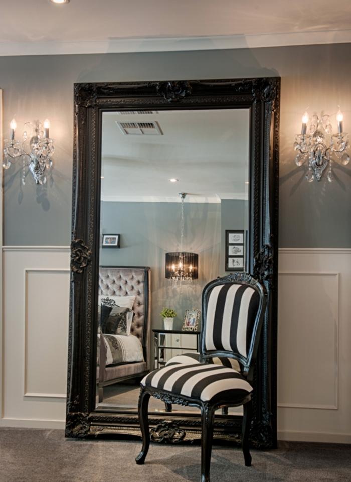 decoration interieur, plancher en marbre, grand miroir noir, chaise zèbre, murs gris