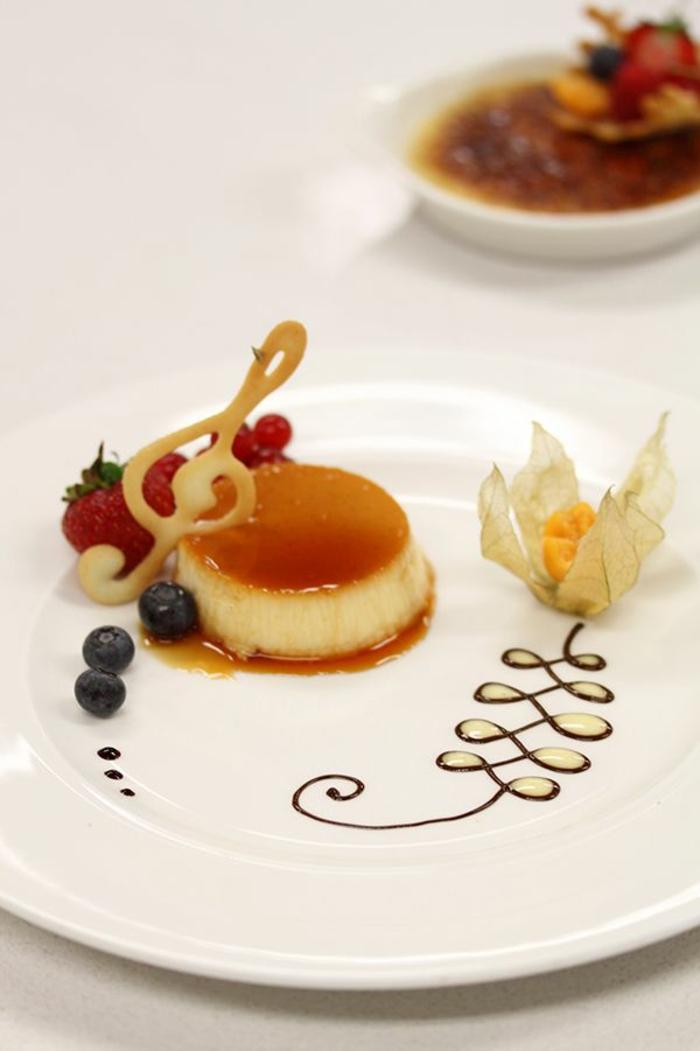 Dessert individuel présentation assiette dessert art caramel cool