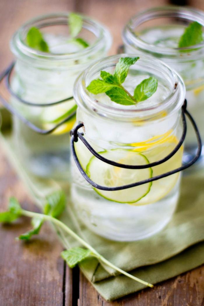 recette simple et fraîche pour une eau dethox au concombre et au citron