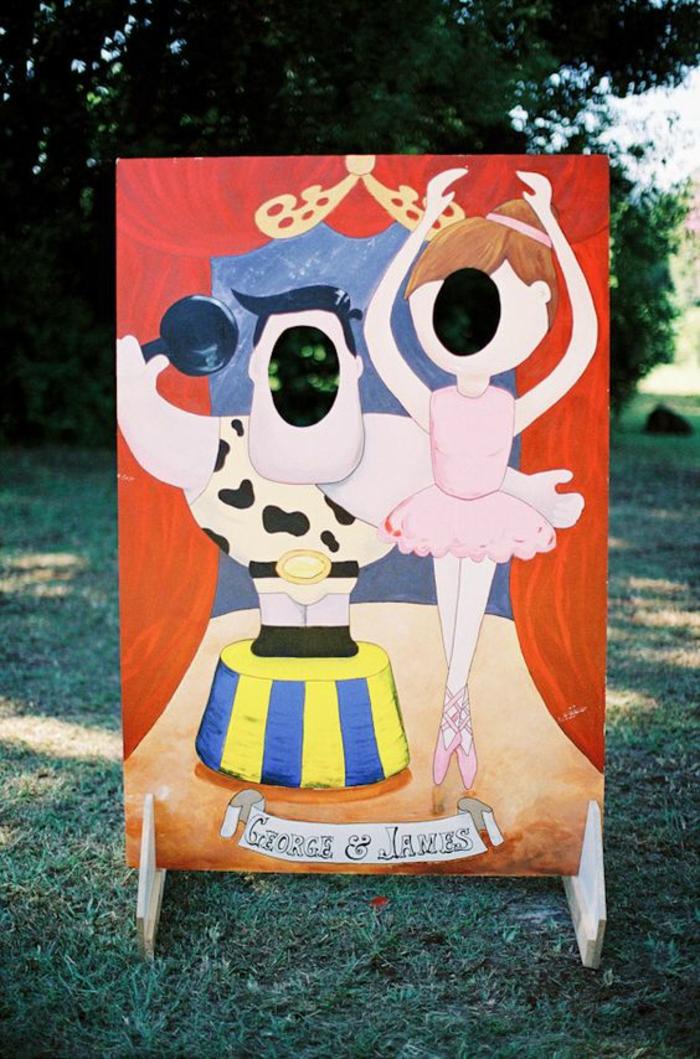 une décoration passe-tête pour une animation de mariage insolite, idée photobooth insolite