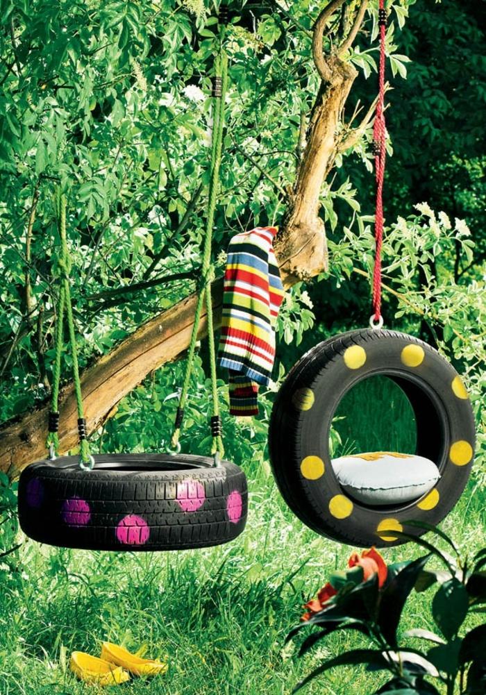 amenagement jardin, blouse multicolore, arbres, gazon vert, fleurs, balançoire de pneu recyclé, coussin gonflable