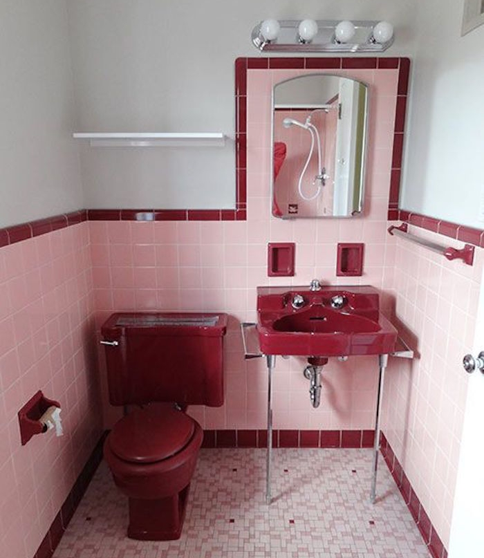 Toilette peinture rouge for Idee decoration toilettes