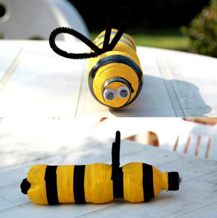 decoration de jardin a faire soi meme, bouteilles plastiques recyclés, abeille diy, chaise blanche en bois
