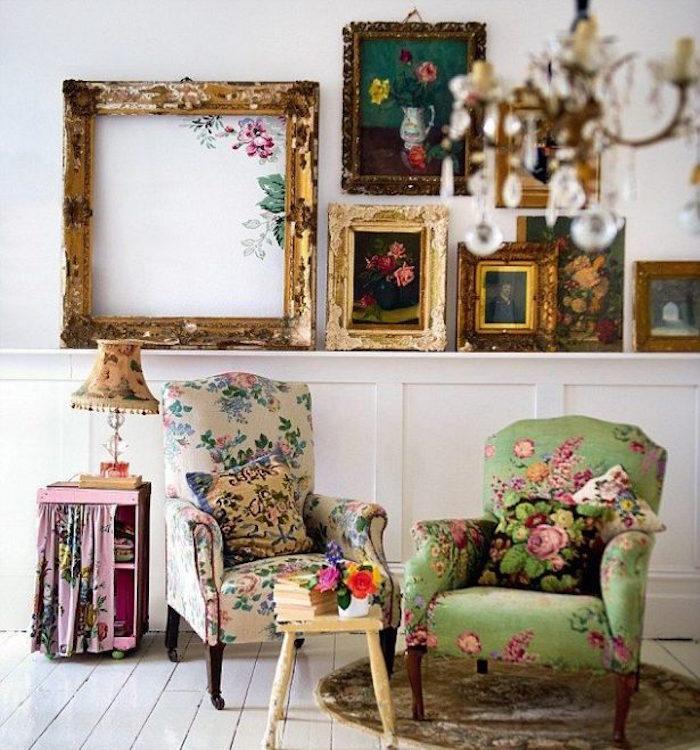 interieur vintage ambiance renaissance fauteuils tissus fleurs louis 15