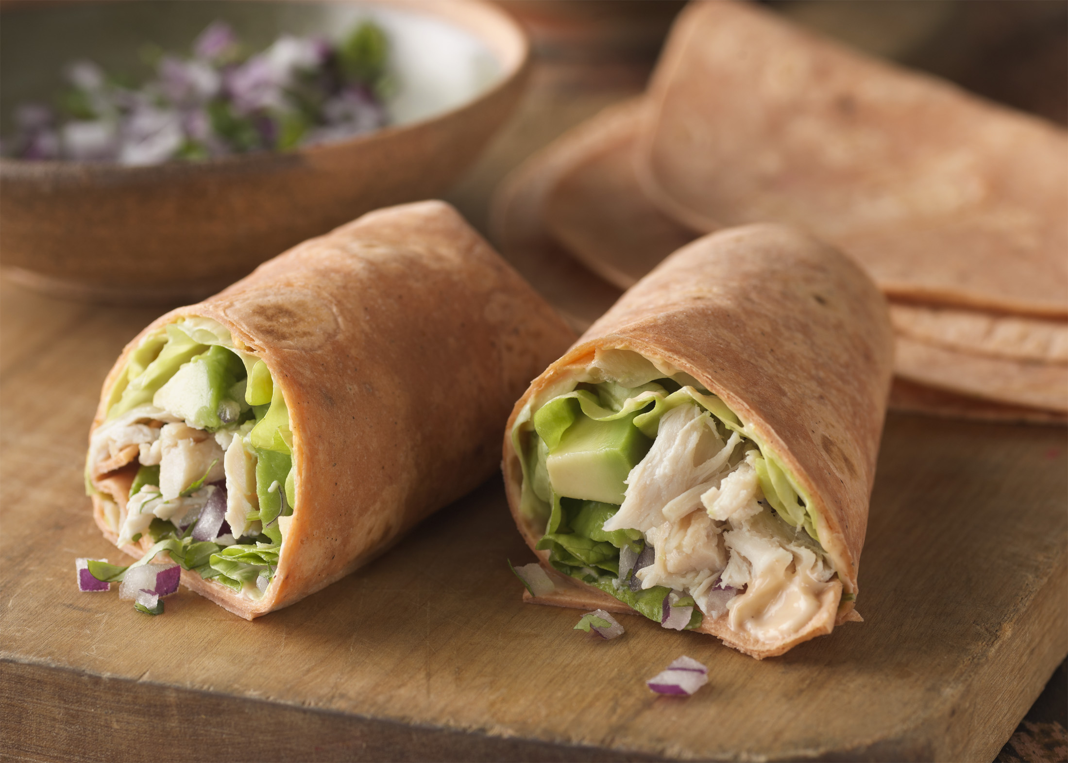 recette pique nique, roulé au poulet, sauce barbecue, salades, fromage, oignon rouge, idée de menu pour passer une journée en plein air