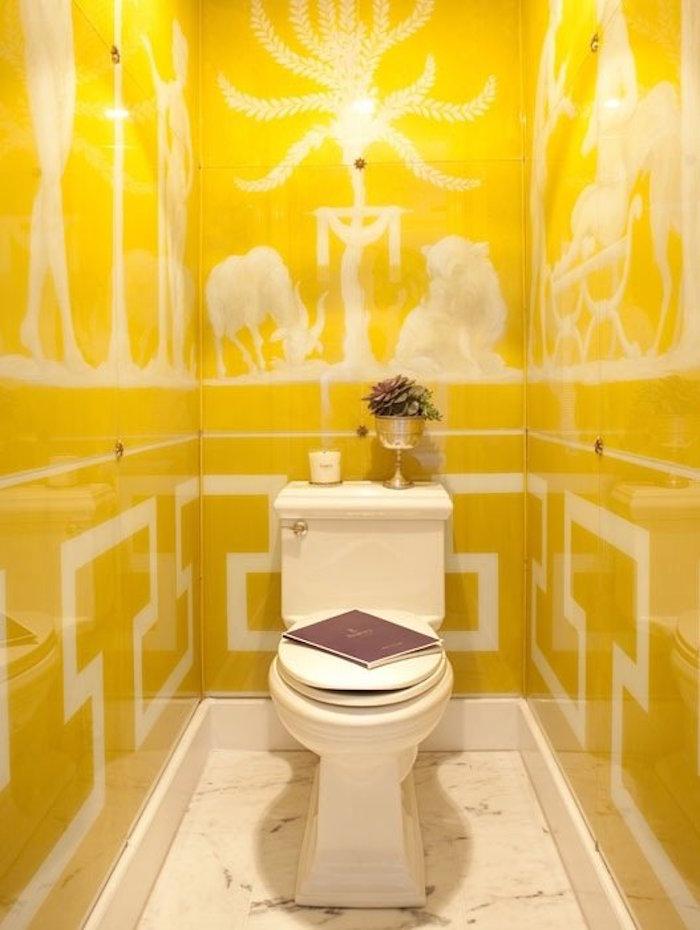 idee couleurs wc peniture blanc sur jaune carrelage