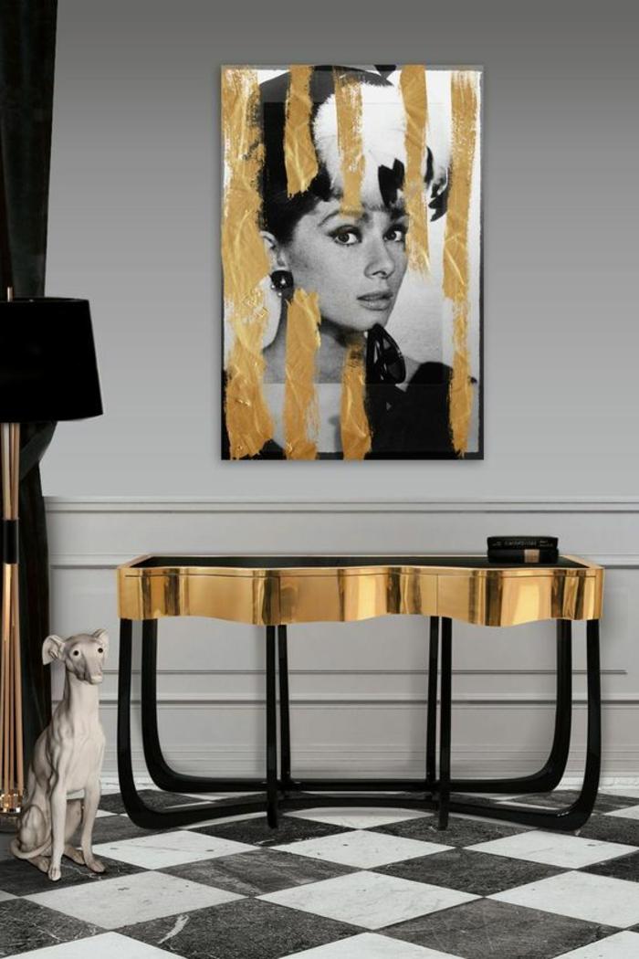 intérieur art déco, peinture murale grise, portrait de Audrey Hepburn, console
