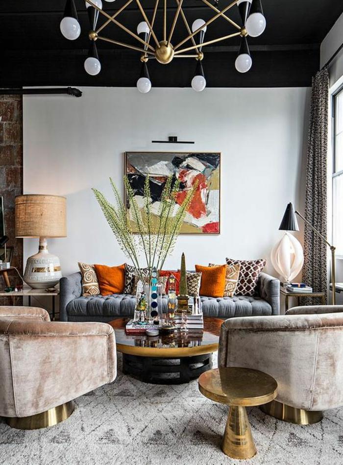 intérieur art déco, sofa gris, fauteuils beiges, coussins décol colorés, table basse, peinture abstraite