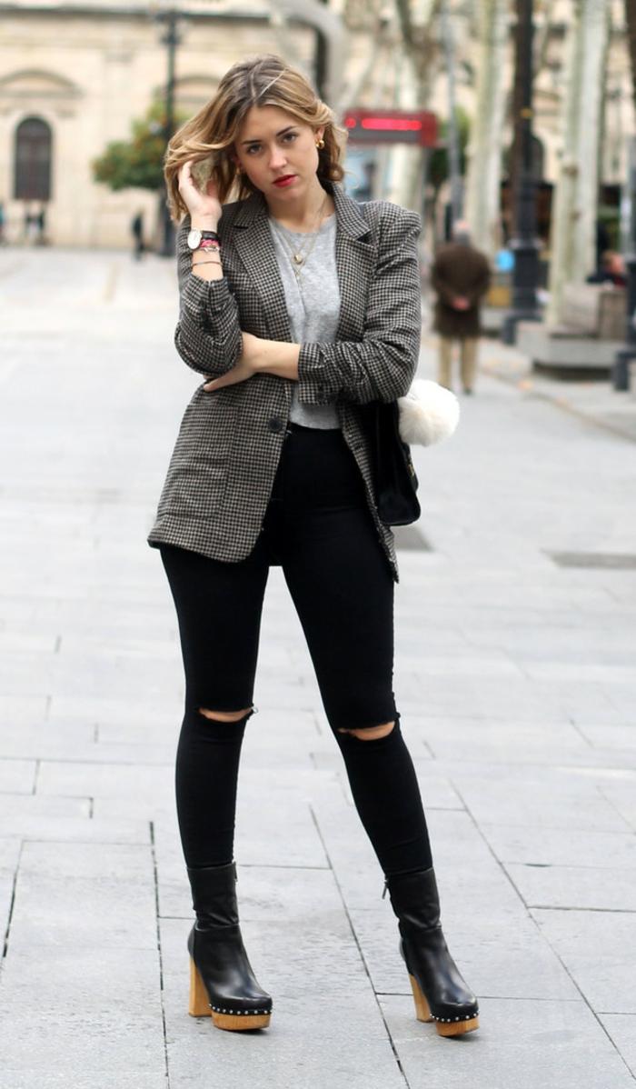 que mettre avec un pantalon noir, blazer carré en gris et blanc, blouse grise, lèvres rouges