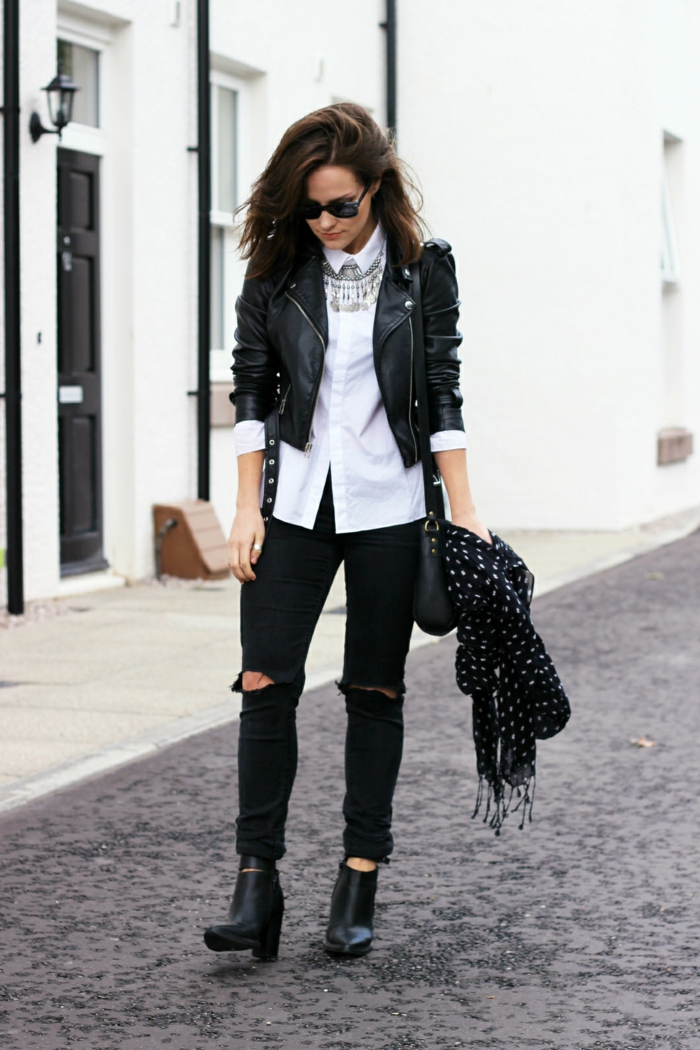 vetement noir, bottines noires, écharpe noire à pois blancs, chemise blanche, collier en argent