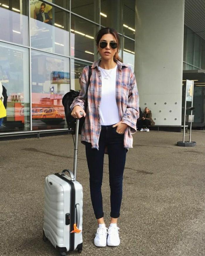 Voyage en avion comment bien s habiller ado leggings et t-shirt blanche