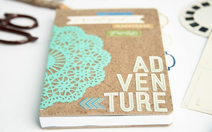 cadeau fête des mères à fabriquer, un journal de voyage personnalisé, technique scrapbooking, decoration premiere de couverture