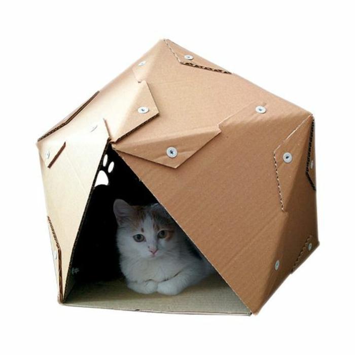 maison pour chat en carton, design géométrique de maison pour chat