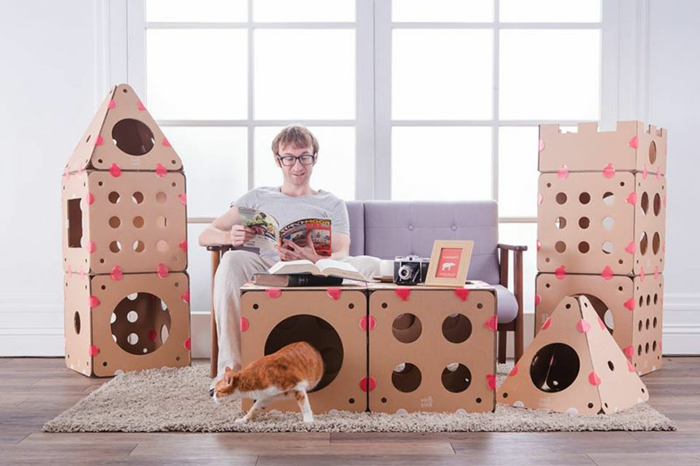 maisonnette pour chat, grand chateau de chat construit en carton