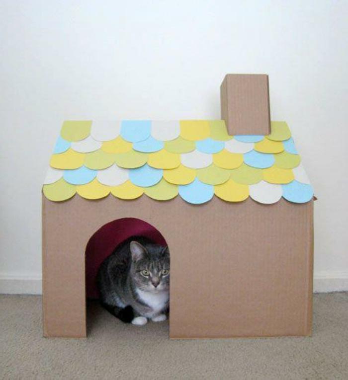 maisonette pour chat, toiture décorative et cheminée