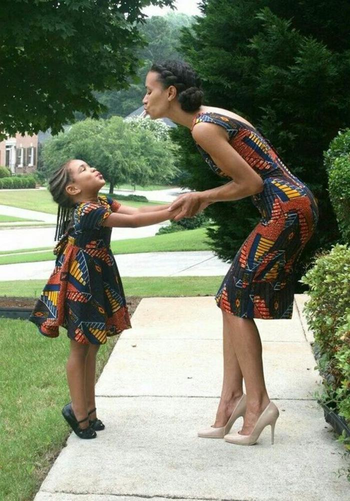 Belle en pagne modèle pagne modele africain maman et enfant meme vetements