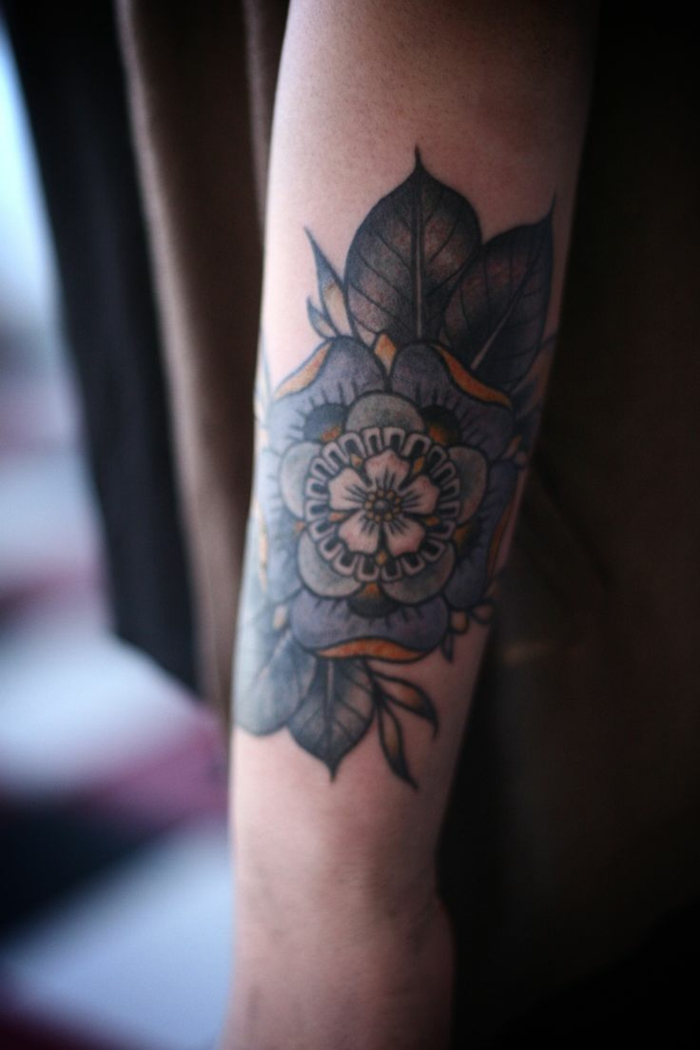 Formidable tatouage fleur epaule photo femme belle admirable