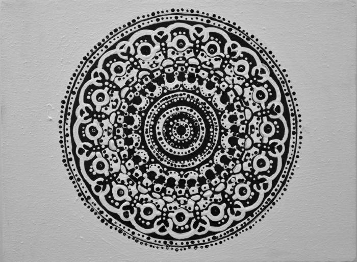 faire un mandala, volutes, cercles, dessin blanc et noir, petit mandala, peinture blanche
