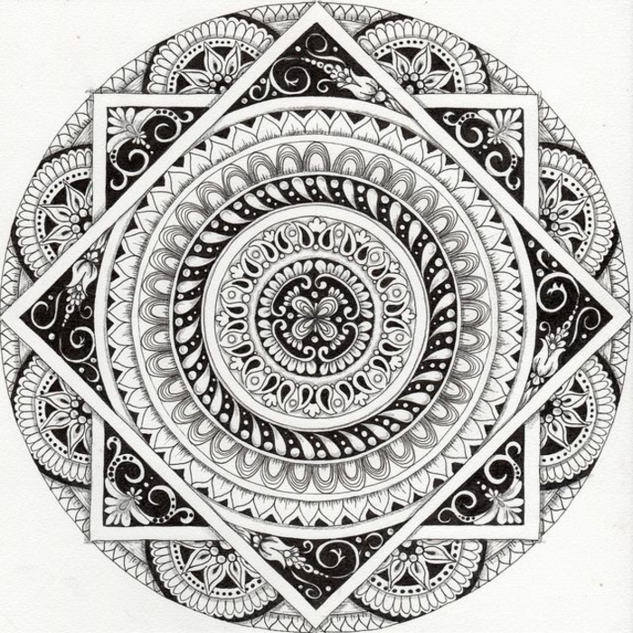 mandala à colorier, cercles, rectangle, motifs volutes, papier blanc, mandala blanc et noir, motifs floraux