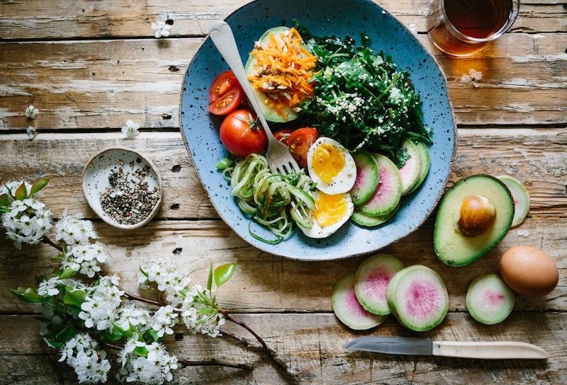 manger sain idées de repas équilibré oeufs fruits légumes avocat