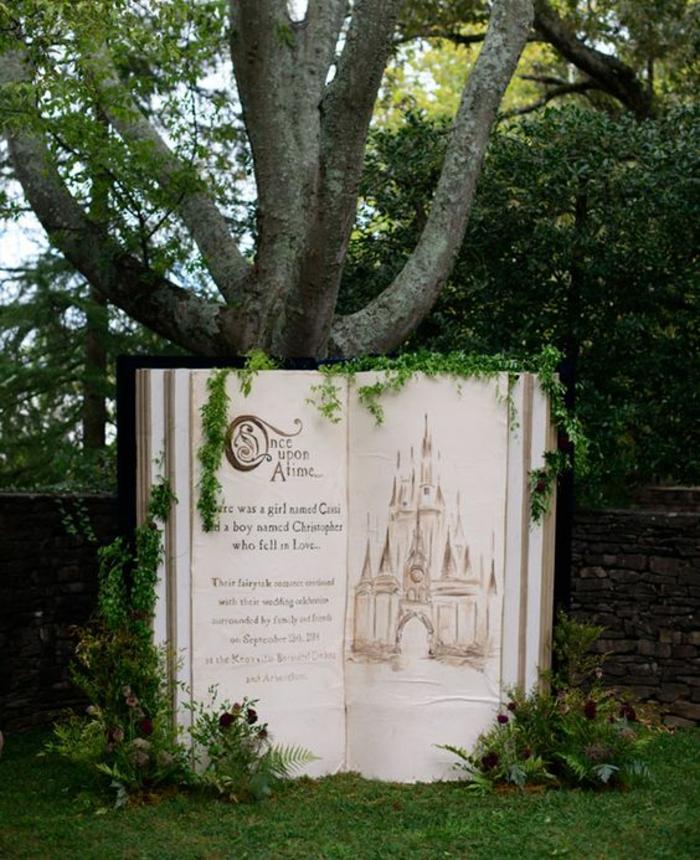 un fond de photobooth à thème conte de fée, idée pour un photomaton à l'extérieur