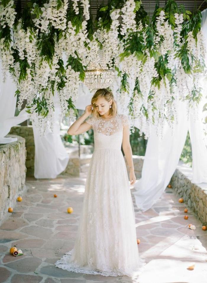 robe mariée dentelle à inspiration bohème chic, taille haute de type empire