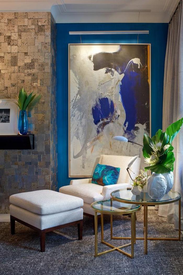 meuble art deco, fauteuil et tabouret blanc, table basse ronde, peinture abstraite