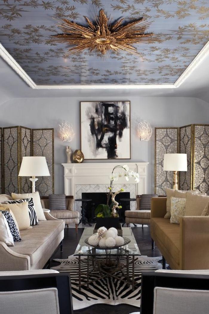 meuble art deco, salle à manger, soleil doré au plafond, peinture noire et blanche, sofas beiges