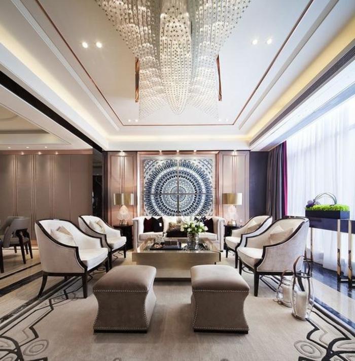 meuble art deco, grand salon, fauteuils blancs, grande table carrée, plafond blanc