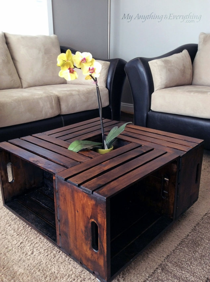 résultats finale, caisses en bois, repeintes de couleur marron, idée comemnt fabriquer une table basse avec des matériaux récup