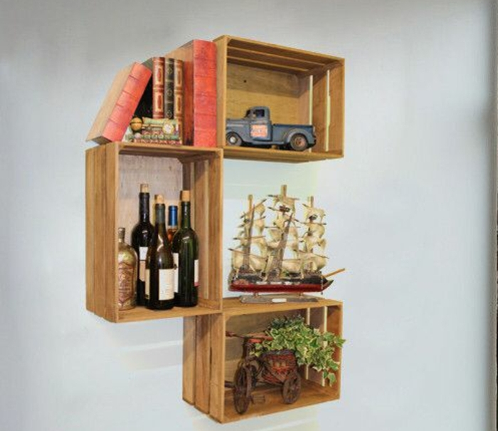 good cagette en bois etagere bouteilles de vin navire et camion dcoratif livres vintage with. Black Bedroom Furniture Sets. Home Design Ideas