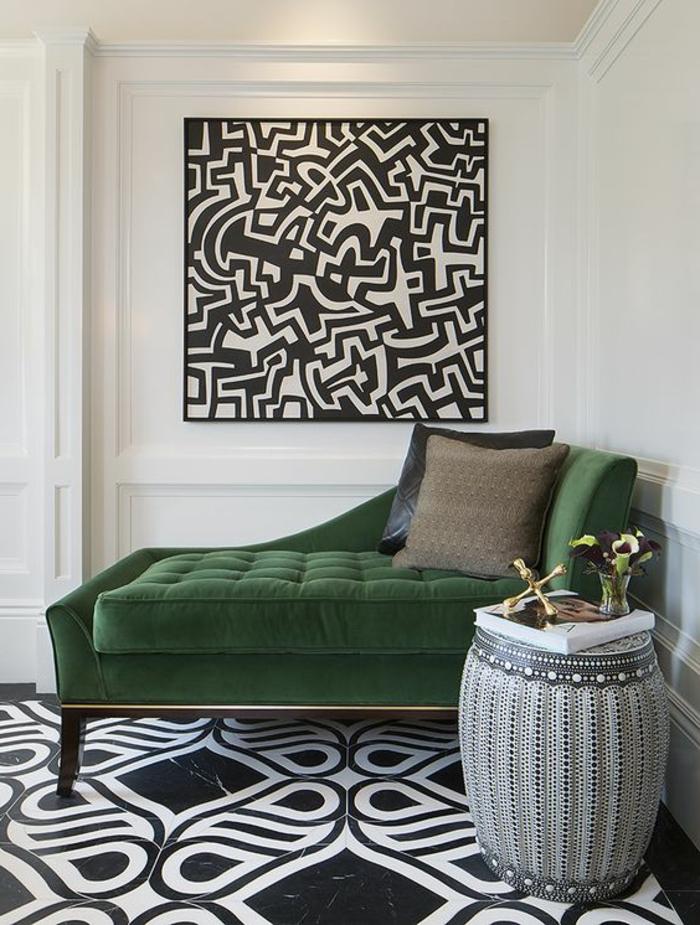 meubles art deco, sol aux motifs noirs et blancs, tableau abstrait, sofa capitonné