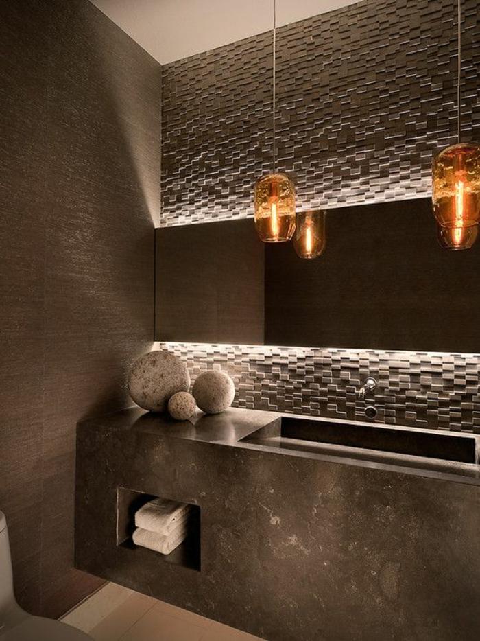 miroir lumineux de salle de bain luminaires orangés transparents et trois boules décoratives