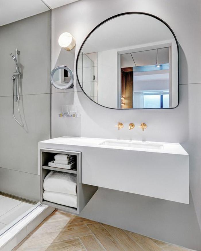 miroir lumineux de salle de bain en forme design insolite style minimaliste