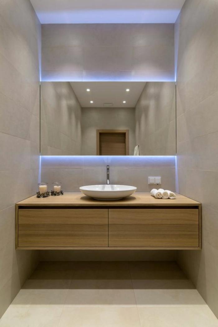miroirs salle de bain lumineux en lumière bleuatre effet perspective et aggrandissant optiquement l'espace