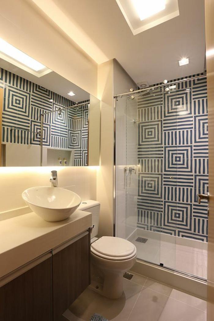 miroir salle de bain éclairant avec décorations graphiques en forme carrée