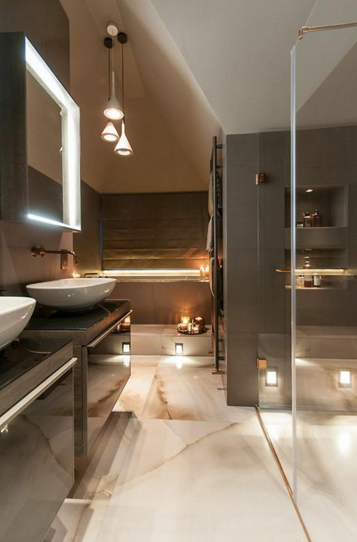 miroir éclairant salle de bain forme carrée avec lumière blanche